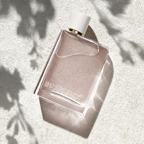 Burberry Her Blossom fragrance in the sand
