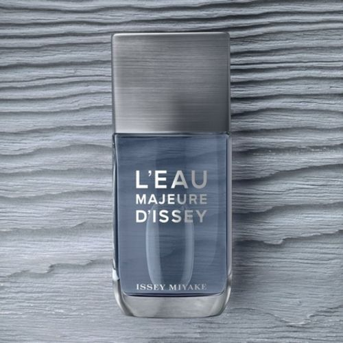 The new L'Eau Majeure d'Issey ad