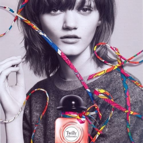 New: With Twilly Hermès signs an astonishing advertisement