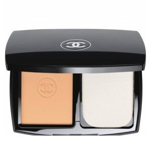 Chanel Ultra Hold Compact Foundation